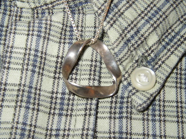 mobius_necklace