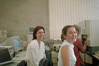 Milena and Joan in the lab