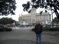 Matt at the Plaza Catalunya, about to be attacked by pigeons